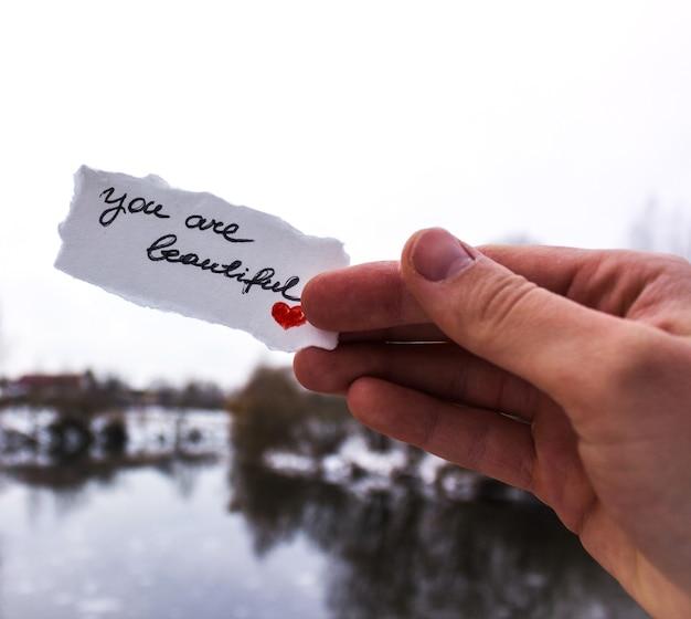 Sfondo di san valentino con cuore e scritta ti amo.