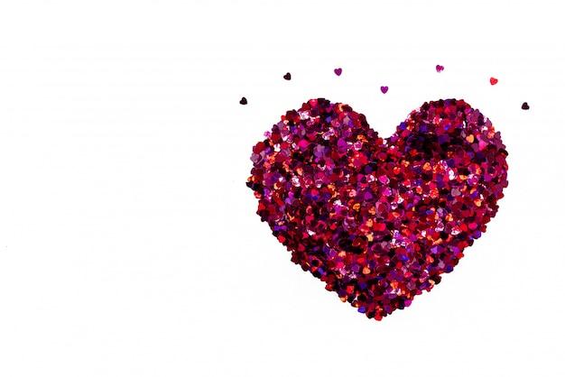 Concetto di san valentino, sfondo bianco con cuori glitter rosso