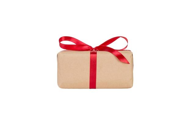 Confezione regalo di san valentino con nastro rosso. lay piatto