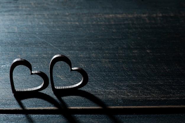 Sfondo di san valentino con silhouette di cuori e spazio per il testo
