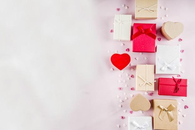 Fondo dei contenitori di regalo dei regali di san valentino