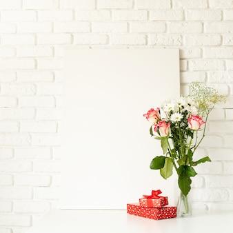 San valentino. poster mock up con cornice e rose rosa