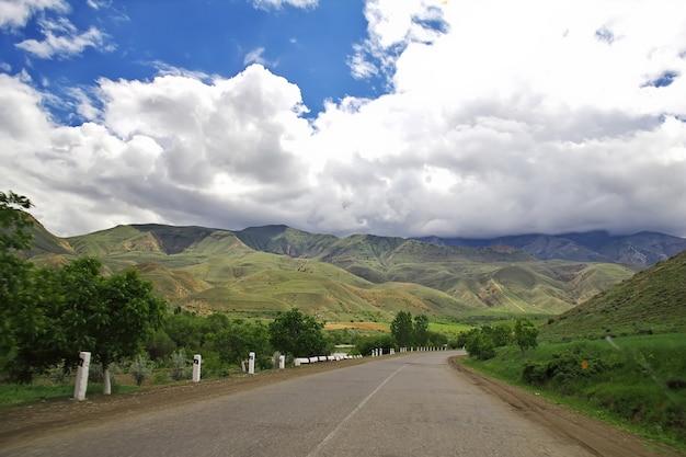 La città vicina della valle mtskheta della georgia