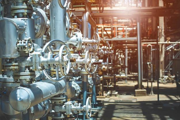Attrezzature per impianti di raffineria di valvole per oleodotti e valvole del gas nella selezione della valvola di sicurezza della pressione dell'impianto di gas.