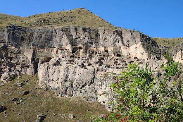 Vardzia, incredibile monastero rupestre medievale scavato dalle pendici del monte erusheti, georgia