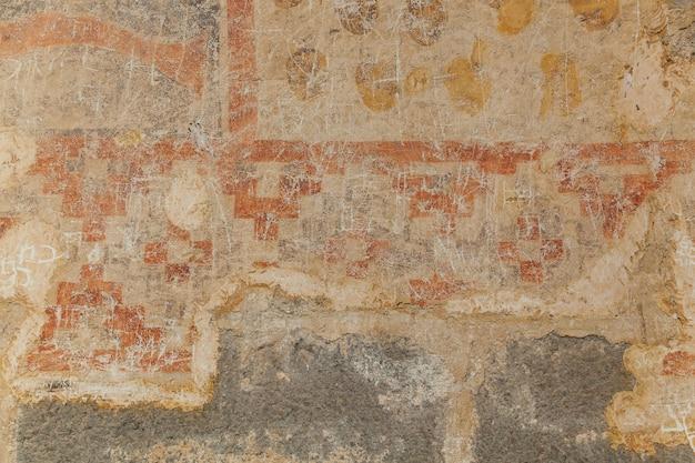 Vardzia è un sito di un monastero rupestre scavato dal monte erusheti sulla riva sinistra del mtkvari