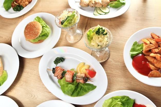 Varietà di piatti deliziosi