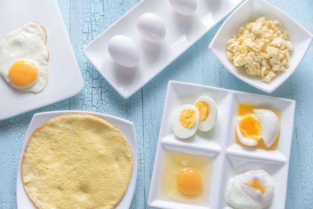 Varietà di piatti a base di uova