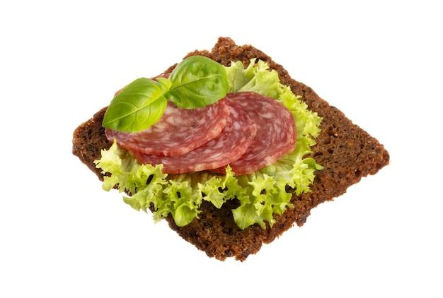 Varietà di mini panini con crema di formaggio, verdure e salame