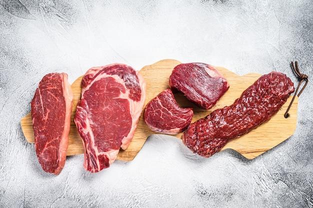 Varietà di bistecche di carne di manzo black angus crude