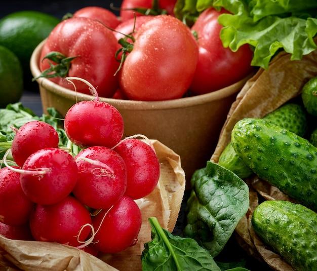 Varie verdure bagnate fresche mature