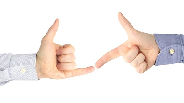 Vari gesti delle mani maschili tra loro su bianco.