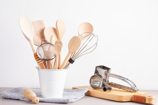 Vari utensili da cucina. ricettario di cucina, lezioni di cucina conceptcook