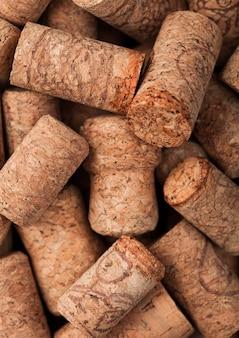 Vari macro tappi per vino e champagne. vista dall'alto.