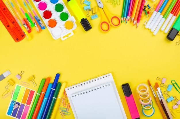 Varie forniture per ufficio scolastico e pittura, laici piatta
