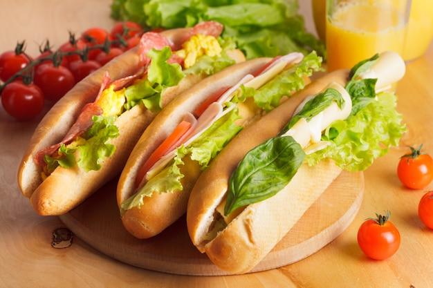 Vari tipi di panini in tavola