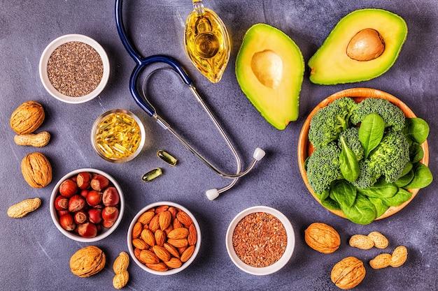 Fonti vegane di omega 3 e grassi insaturi. concetto di cibo sano. vista dall'alto.