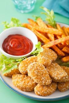 Pepite di soia vegane e patatine fritte dolci