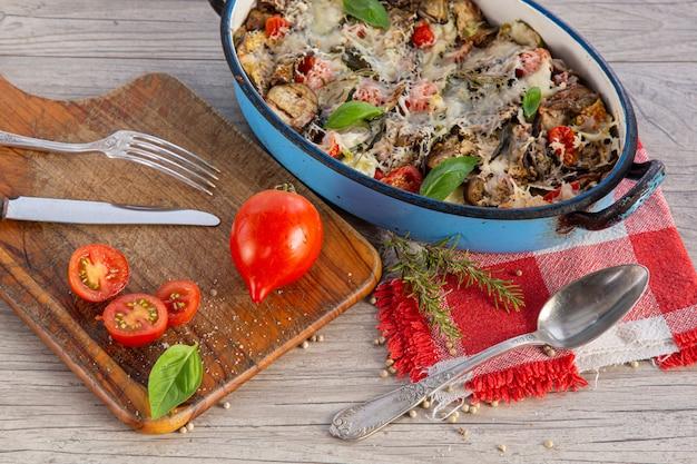 Gratin di verdure in un piatto