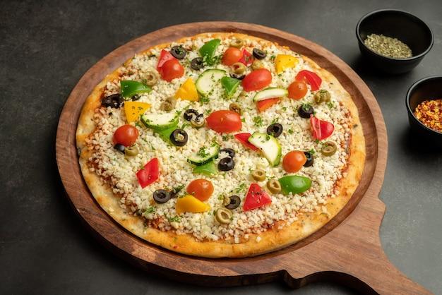 Primo piano della pizza di verdure