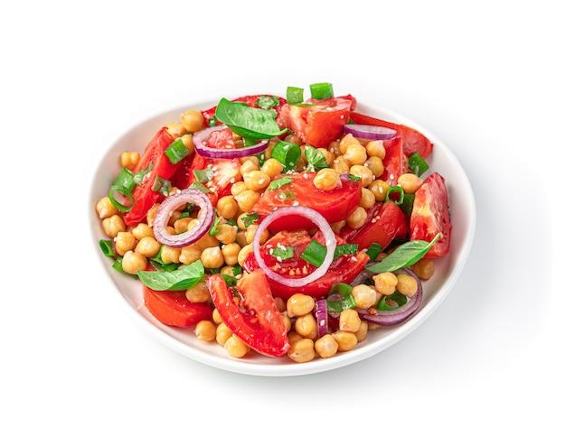 Insalata di verdure con ceci, pomodori e semi di sesamo isolati su sfondo bianco. cibo salutare. avvicinamento..