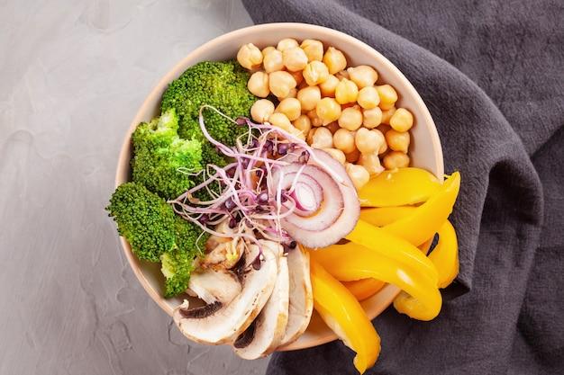 Ciotola di verdure vegetariana di buddha. concetto di cibo sano. vista dall'alto