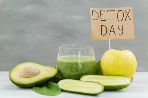 Verdure per detox e dimagrimento frullati verdi avocado