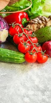 Mangiare sano di verdure, alimenti biologici crudi