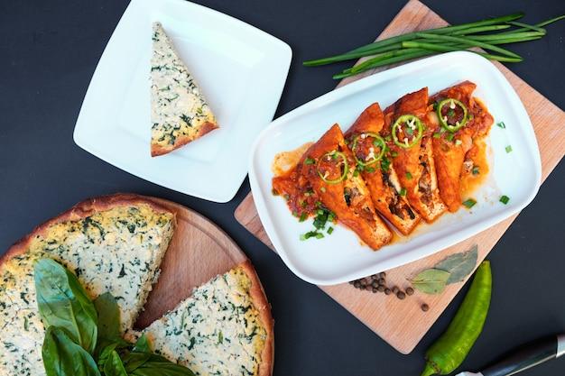 Piatti vegetariani a base di formaggio di soia tofu. avvicinamento