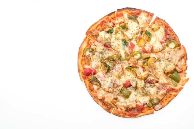 Pizza vegetariana su sfondo bianco