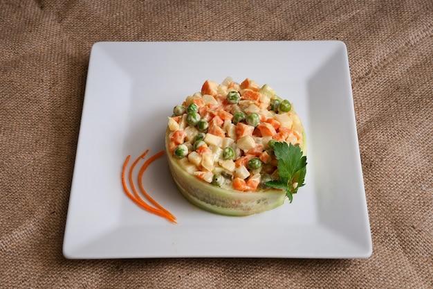 Olivier insalata vegetariana con maionese