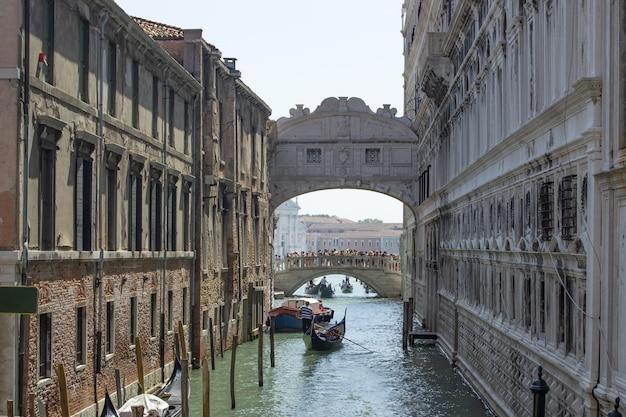 I canali di venezia di giorno. turismo in italia.