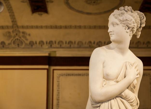 Venezia, italia - 27 giugno 2016: particolare della statua di venere nel museo di palazzo ducale