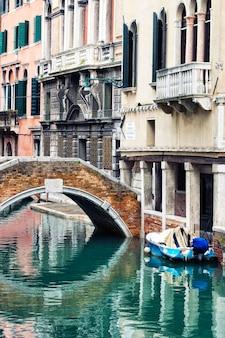 Venezia piccolo canale, italia