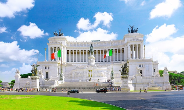 Piazza venezia a roma e il monumento a vittorio emanuele. italia