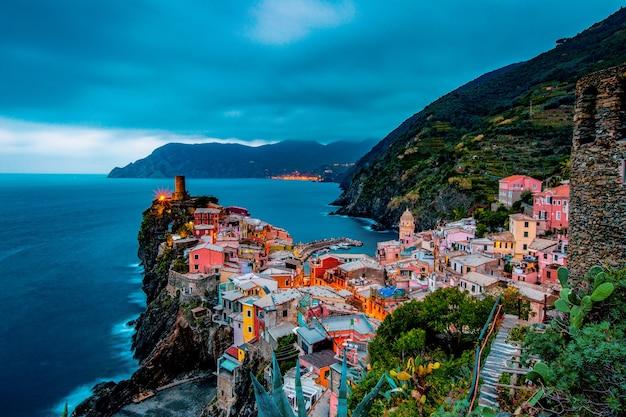 Vernazza paese luogo delle cinque terre in italia