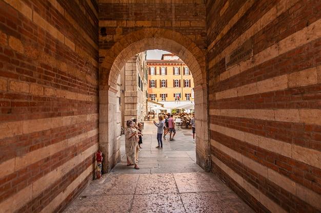 Verona, italia 10 settembre 2020: palazzo della regione con scalinata a verona in italia