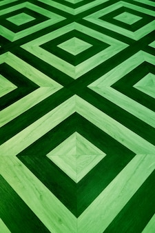 Immagine verticale del pavimento in legno con motivo geometrico verde scuro e chiaro