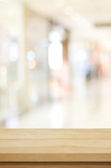 Sfondo del tavolo in legno verticale e sfondo sfocato