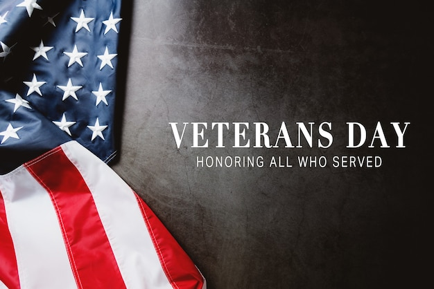 Giorno dei veterani. onorare tutti coloro che hanno servito. bandiera americana su sfondo grigio con copia spazio.