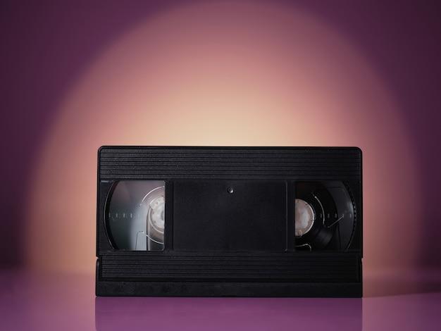 Videocassetta vhs su sfondo vintage onda retrò