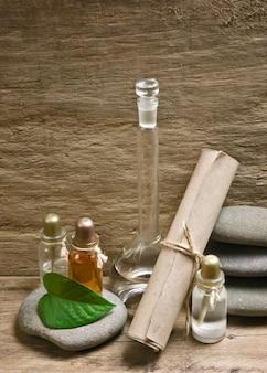 Fiale di oli profumati nel vecchio laboratorio di fragranze