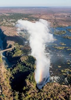 Le cascate vittoria sono la più grande cortina d'acqua del mondo