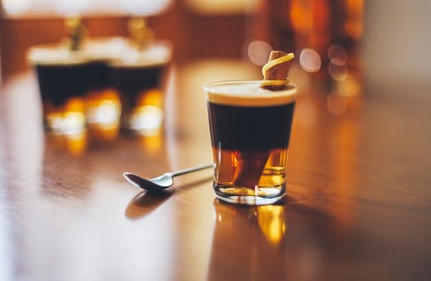 Distilleria di vidrio cafe rum botella