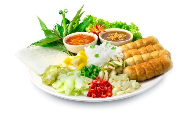 La polpetta di maiale vietnamita avvolge il nam neung con le verdure