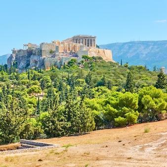 Viev dell'acropoli e dalla collina delle ninfe ad atene, grecia - paesaggio