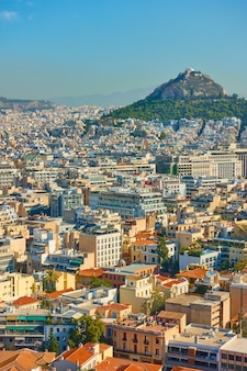 Vista di atene con il monte licabetto, grecia