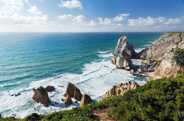 Vista sulla costa dell'oceano atlantico, cabo da roka, portugal.summer giorno