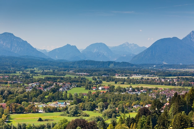 Vista delle alpi austriache vicino a salisburgo. paesaggio delle montagne