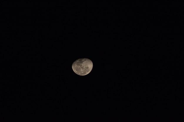 Vista di un bellissimo colpo di luna.
